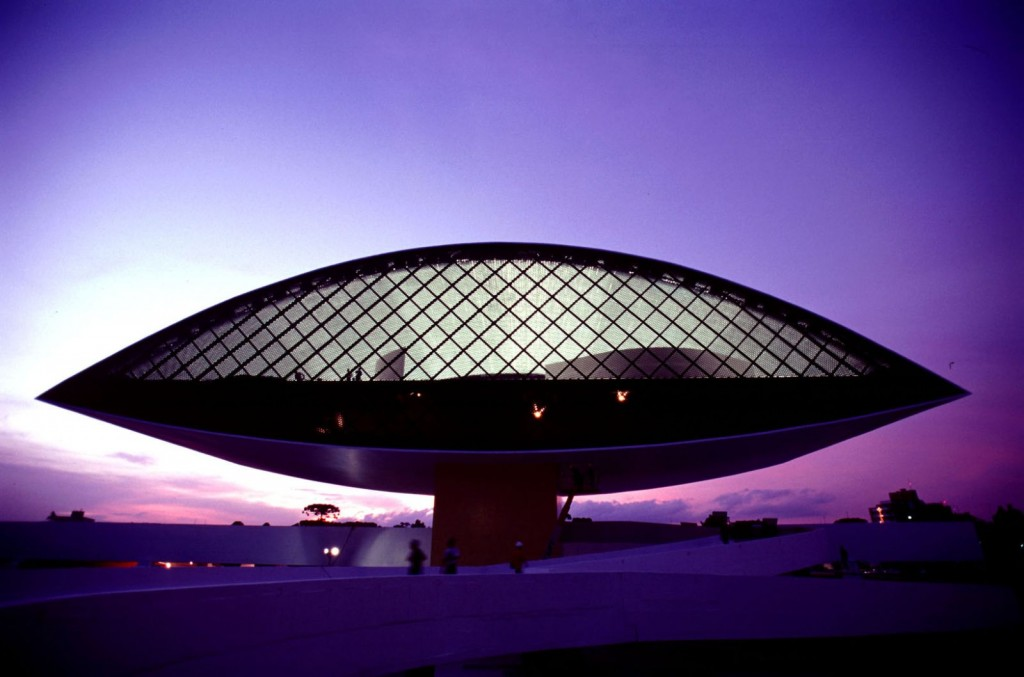 oscar-niemeyer-brazilian-architect-chicquero-design-the-eye-contemporary-museum-curitiba-brazil-